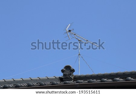 tv antenna on japanese roof style