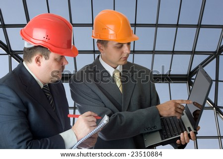 Two builders with laptop