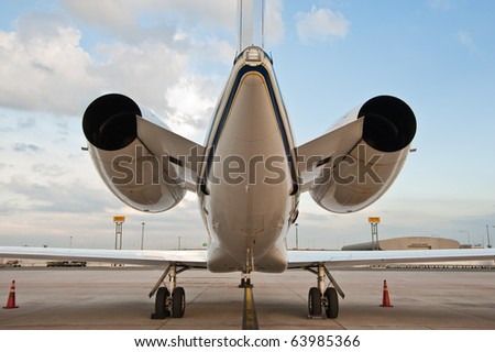 two engine of airplane for business flights