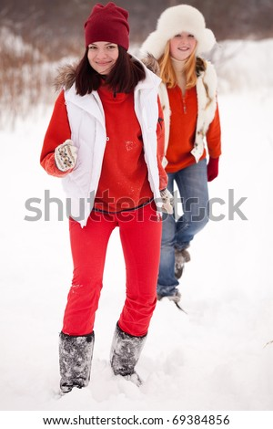 two sporty girls runs at winter park