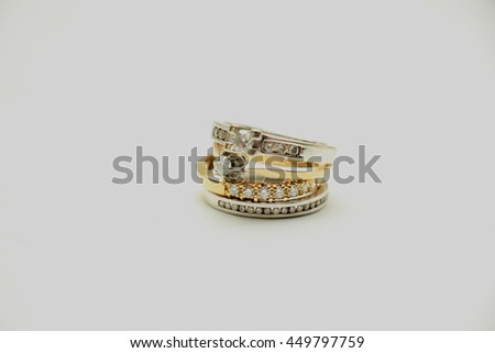 Two wedding sets, one in yellow gold, one in white gold for a double bride wedding