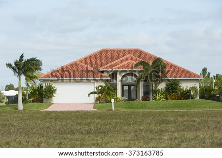 Circular driveway stock photos royalty free images for Concrete homes in florida