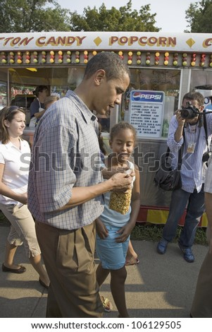 U.S. Senator Barak Obama campaigning for President with daughter at Iowa State Fair in Des Moines Iowa, August 16, 2007 - stock photo