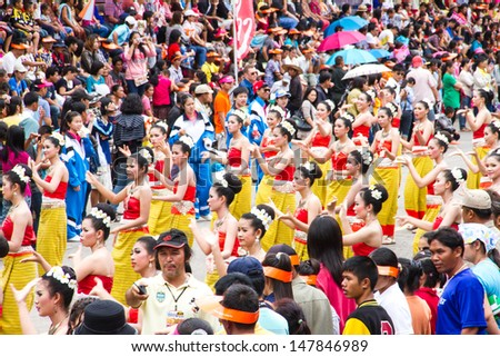 UBONRATCHATHANI, THAILAND - JULY 23: Unidentified dancers perform at the Thai Dance in Candle festival (Ubon Candle Festival 2013) on July 23, 2013, UbonRatchathani, Thailand