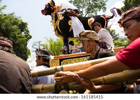 UBUD, BALI, INDONESIA - NOV 1: Men carry ceremonial bull for cremation of the Queen on November 1, 2013 in Ubud, Bali.