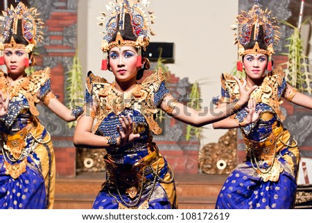 UBUD, INDONESIA - SEPTEMBER, 3: dancers performing a traditional dance in Ubud, Indonesia, on september 3, 2009. Traditional Dances are performed every night in the royal temple of Ubud. - stock photo