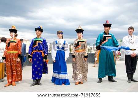ULAN-UDE, RUSSIA - AUGUST 5: Actors in Russian and Buryat national costumes greet the guests of the Baikal educational forum, August 5, 2009 in Ulan-Ude, Buryatia, Russia.