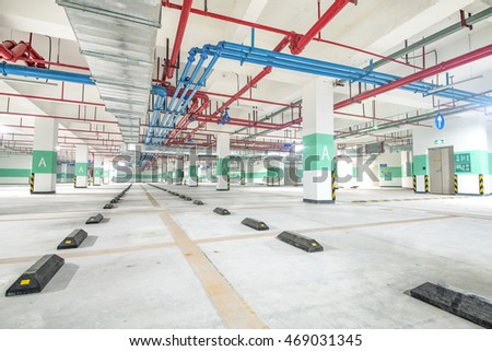 Underground parking lot and the water supply pipe