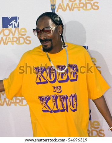 UNIVERSAL CITY, CA - JUNE 06: Snoop Dogg arrives on the Red Carpet at the 2010 MTV Movie Awards at Gibson Amphitheatre on June 6, 2010 in Universal City, California. (Photo by Jonathan Nowak) - stock photo