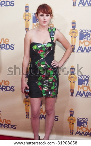 UNIVERSAL CITY, CA - MAY 31: Actress Rumer Willis arrives at the 2009 MTV Movie Awards held at the Gibson Amphitheater on May 31, 2009 in Universal City, California. - stock photo