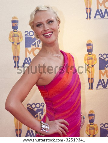 UNIVERSAL CITY, CA - MAY 31, 2009: CariDee English arrives at the 18th Annual MTV Movie Awards on May 31, 2009 in Los Angeles, California.