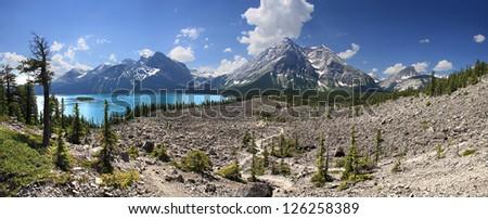 Upper Kananaskis Lake Hike, Kananaskis Park, Alberta, Canada. 1-1/2 hour drive west of Calgary. - stock photo