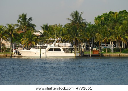 Upscale waterfront homes in Florida - stock photo