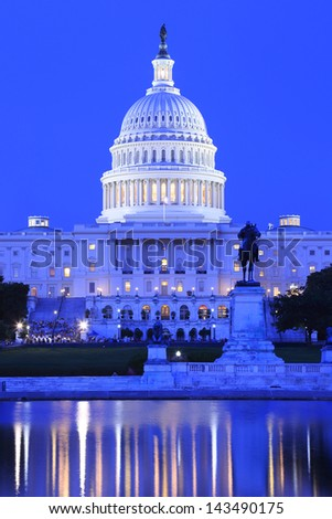 US capitol building at dusk