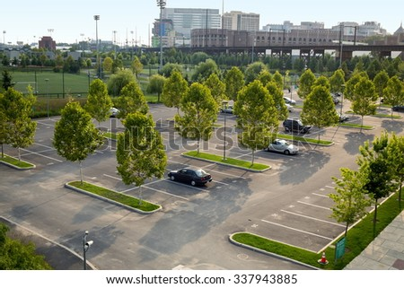 USA, PHILADELPHIA - 03 SEP, 2014: Cityscape with PENN Medicine Smilow Research and car parking with few vehicles at autumn day.