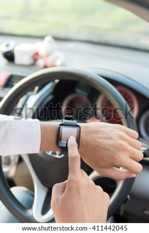 Use smart watch with using application for navigator on a screen in car