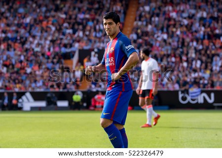 VALENCIA, SPAIN - OCT 22: Luis Suarez plays at the La Liga match between Valencia CF and FC Barcelona at Mestalla on October 22, 2016 in Valencia, Spain.