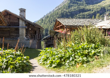 Valley Aoste: Alpine panorama with Walser huts