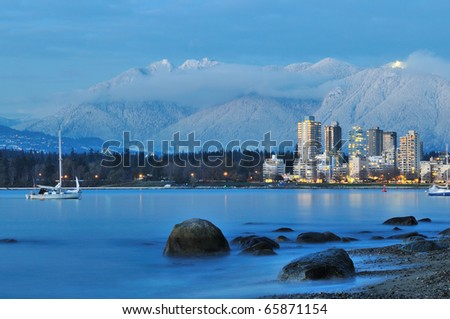 vancouver cityscape with grouse mountain in background