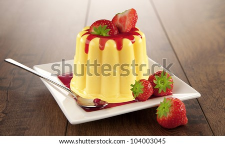 Vanilla pudding with strawberries