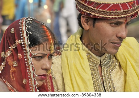 VARANASI, INDIA - NOVEMBER 23: An unidentified couple in a wedding on November 23, 2010 in Varanasi, India. Is traditional to celebrate hindu weddings near Ganges because it is considered a holy river.