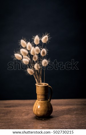 Vase of dried soft autumn flowers. Rabbit Tail Grass. vintage foto