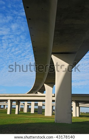 Vast expressway span in South Florida.