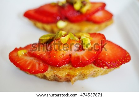 Vegan pistachio financier cakes with strawberries
