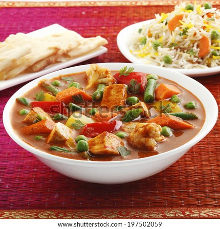 Vegetable jalfrezi in bowl with roti and rice, Indian food - stock photo