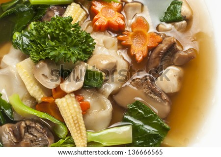 Vegetarian stir-fried rice noodle - stock photo