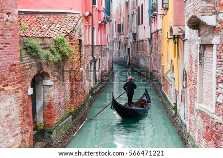 stock photo venetian gondolier punting gondola through green canal waters of venice italy 566471221 - Каталог — Фотообои «Венеция»