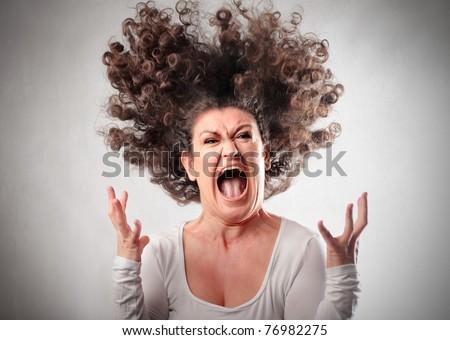 Gritar para liberar el estrés Stock-photo-very-angry-woman-76982275