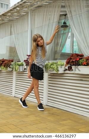 Young teen legs in skirt, brasileiras xxx