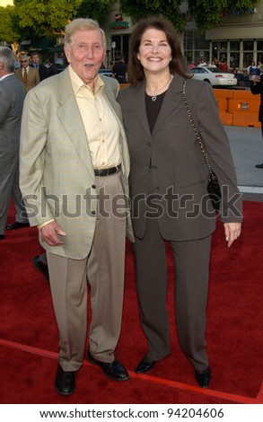 Viacom chairman & CEO SUMNER REDSTONE & Paramount Pictures chairman SHERRY LANSING at the world premiere of K-19: The Widowmaker. 15JUL2002.   Paul Smith / Featureflash