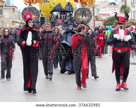 VIAREGGIO, ITALY - FEBRUARY 7:   allegorical float  at Viareggio Carnival held February 7, 2016