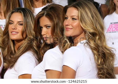 Victoriaâ??s Secret models receiving the Key to the City of Hollywood. Grauman's Chinese Theatre, Hollywood, November 15, 2006. - stock photo