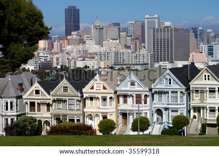 Victorian houses in front of San Francisco skyline