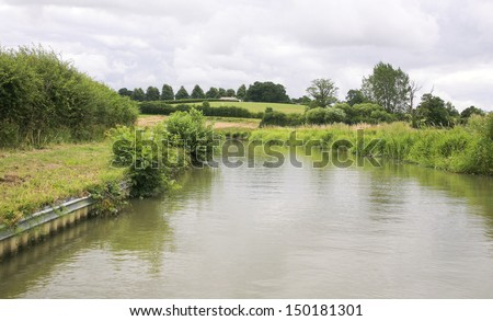 View along the grand union canal in leicestershire