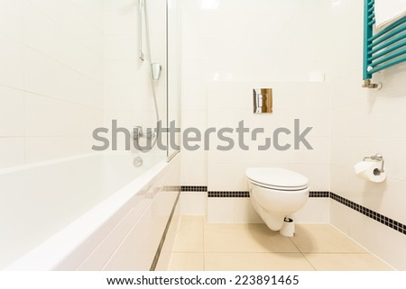 View of bathroom with toilet and bathtub