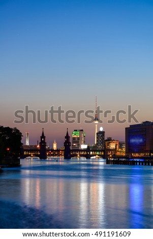 View of Berlin skyline with famous TV tower (Fernsehturm), Oberbaum Bridge (Oberbaumbruecke) river Spree in twilight during blue hour at dusk, Berlin Friedrichshain-Kreuzberg, Germany, Europe