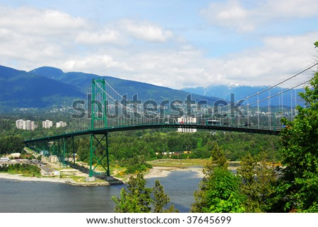 View of lions gate bridge at stanley park in city vancouver, british columbia, canada