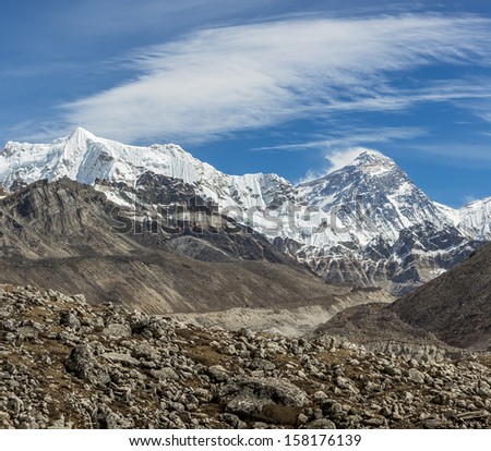 View of Mount Everest (8848 m) from the fifth lake Gokyo, Nepal, Himalayas