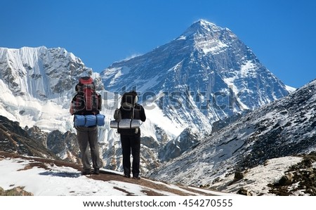view of Mount Everest, with tourist on the way to base camp, Sagarmatha national park, Khumbu valley - Nepal
