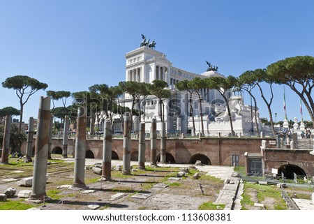 View of ruins of ancient Rome and Monument of Vittorio Emanuele