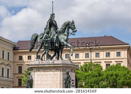 """View of the historic memorial of King Ludwig I at the place """"Odeonsplatz"""" in Munich in Bavaria - stock photo"""