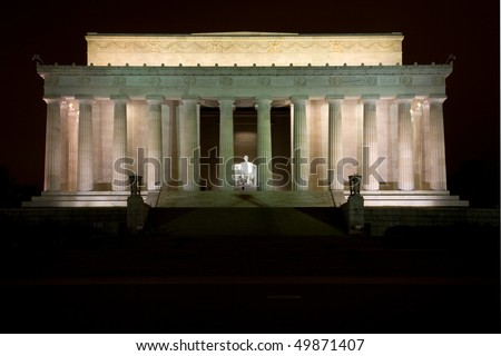 View of the Lincoln Memorial in the evening