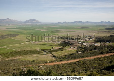 View of the Swartland valley from the Piekierskloof Pass in the Cedermountains, showing agricultural land.
