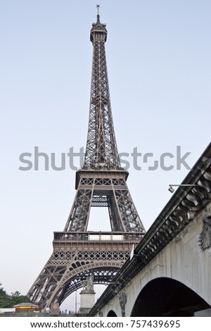 view the eiffel tower