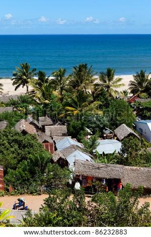 Ville de Soanirano Ivongo avec plage et cocotiers - stock photo