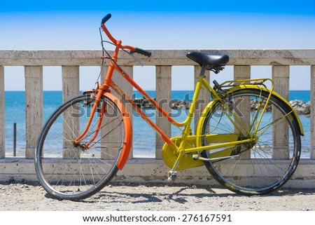 Vintage bicycle in front of the sea - stock photo
